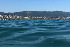 über dem Wasser