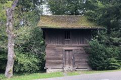 Speicher, früher zum Weber-Gut «Am Bach» gehörend, an der Binzstrasse. Heute Gerätelokal