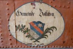 Wappen auf einer Feuerwehrspritze von 1750